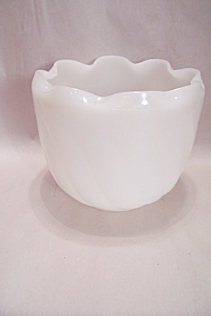 Milk Glass Rose Bowl (Image1)
