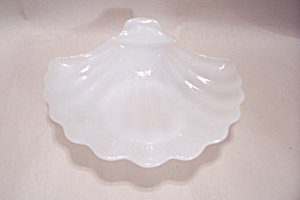 Milk Glass Shell Shaped Candy Dish (Image1)