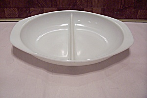Pyrex Milk Glass Divided Oval Bowl (Image1)