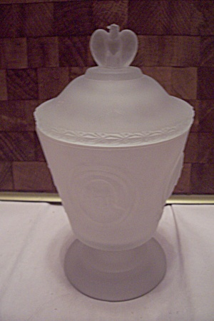 Satin Glass USA Bicentennial 1776-1976 Lidded Comport (Image1)