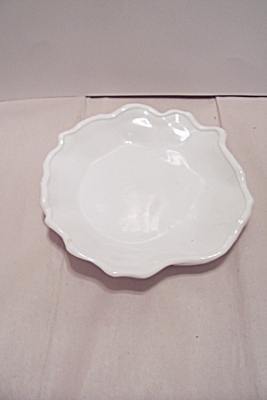 Milk Glass Candy Dish (Image1)