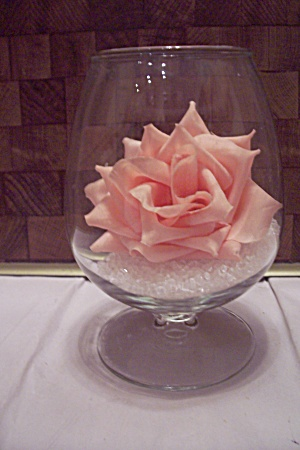Crystal Pedestal Glass Vase With Pink Rose (Image1)