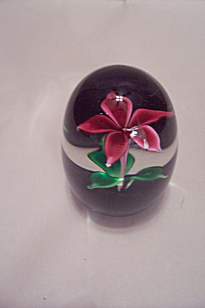Red Flower Paperweight (Image1)