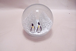Penguin Glass Paperweight (Image1)