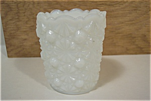 WESTMORELAND Daisy & Button Milk Glass Toothpick Holder (Image1)