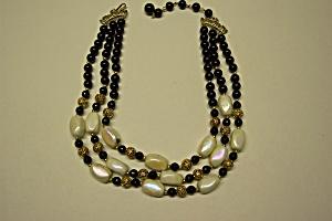 Coro Bead Necklace (Image1)