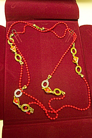 Vintage Red Bead Necklace (Image1)