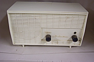 Montgomer Wards Airline Tube Radio (Image1)