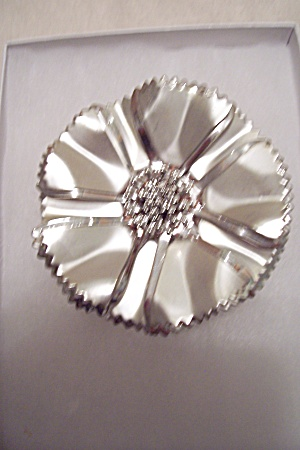 Vintage Silvertone Floral Brooch (Image1)