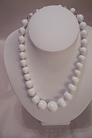 Vintage White Bead Necklace (Image1)