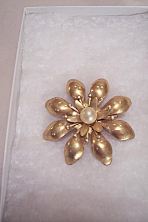 Vintage Goldtone & Pearl Flower Brooch (Image1)