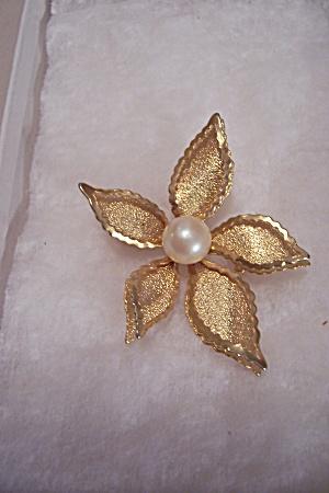 Vintage Goldtone Flower Brooch With Center Pearl (Image1)