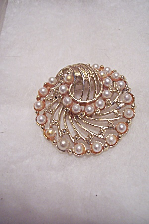 Pearl & Gold Plated Brooch (Image1)