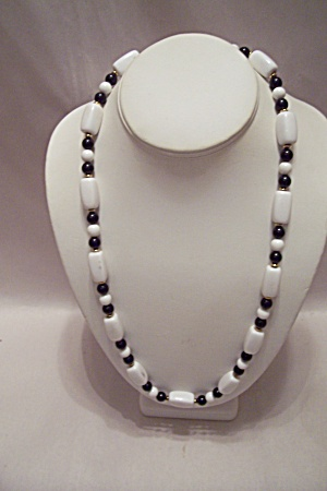 Black & White Bead Necklace (Image1)