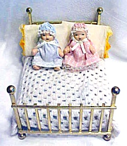 Doll House Brass Bed Four Poster + Bedding & Dolls (Image1)