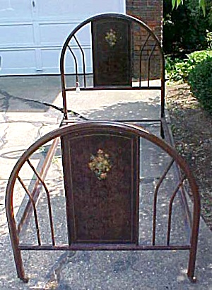 Antique Metal Bed Frame Twin Size (Image1)