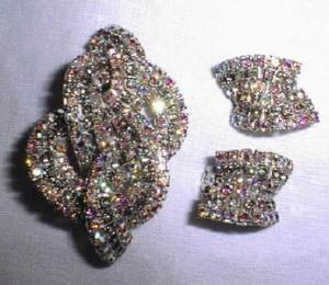 Art Deco Rhinestone brooch and earings (Image1)