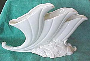 Hull Triple Cornucopia Vase U.S.A. Ivory Unique! (Image1)