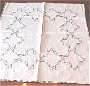 Vintage Tablecloth Embroidered Flowers (Image1)