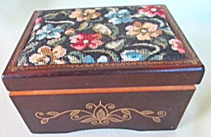 Wood Music Box Tapestry Cover Edelweiss (Image1)
