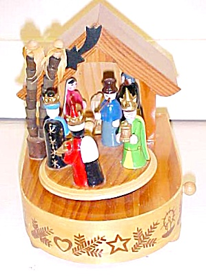 Music Box Wood Manger Christmas (Image1)