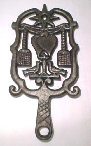 Wilton Iron Trivet Unusual Folk Art Design (Image1)