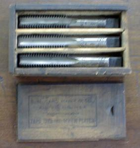 S. W. CARD Taps Boxed Tap Set 3/4-10 Wood Box (Image1)