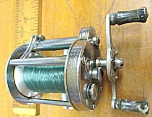 Pflueger Akron Level Wind Fishing Reel 1893L (Image1)