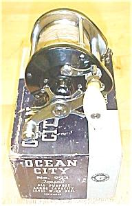 Ocean City  Level Wind Fishing Reel No. 923 & Box (Image1)