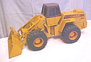 ERTL Case W30 Articulating Loader Rubber Tires (Image1)