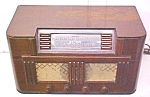 Click here to enlarge image and see more about item T23251: AIR KING Radio AM SW SB No. 4604-F Veneer Wood Cabinet