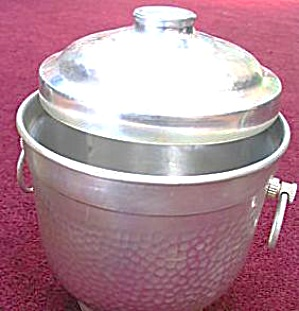 VINTAGE Hammered ALUMINUM ICE BUCKET RAY BT-150 ITALY Matching Claw Tongs (Image1)