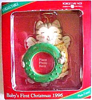 BABY'S FIRST CHRISTMAS ANGEL CAT PICTURE HOLDER 1 1/4 IN. WREATH DATED 1996 (Image1)