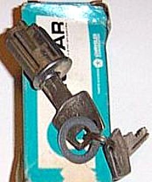 DODGE CHRYSLER PLYMOUTH IGNITION CYLINDER ASSY ASSEMBLY LOCK KEYS 1969 #53294 (Image1)