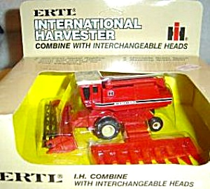 ERTL International Harvester Combine W/Interchangeable Corn Grain Heads 1980 #408 NIB (Image1)