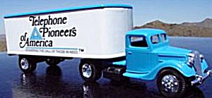 Ertl Bell Telephone Pioneers America Bank 1937 Ford Tractor Trailer 9802UO Answering (Image1)