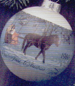GLASS 1980-QX205-4 FIRST CHRISTMAS TOGETHER (Image1)