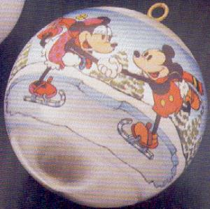 1980 QX218-1 Disney : Mickey Minnie Mouse ice skate skating couple Satin Ball NB (Image1)