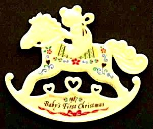 1989 BABY'S 1ST FIRST CHRISTMAS FLAT PORCELAIN WHITE/GOLD TeddyBear RockingHorse (Image1)