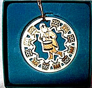 1998 TWELVE DAYS  OF CHRISTMAS 12 Drummers Drumming Round China Ivory Gold ornament (Image1)