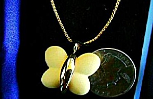 Wedgwood Wedgewood Butterfly Pendant Necklace Yellow Gold Plate 17 Inch Chain Jasper