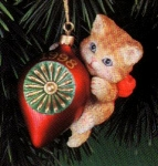 Click here to enlarge image and see more about item CARL33: '98 #8 Purr-fect Purrfect Holiday Series M.Gilmore #CXOR-128Y Striped Cat Kitten