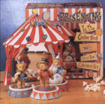 Click here to enlarge image and see more about item CT6: 1996 Circus Tent 5 Pc.Gift Set #104256 Closed