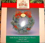 Click to view larger image of 1990 MINIATURE QXR9724 HALLMARK KEEPSAKE LITTLE FROSTY FRIENDS MEMORY WREATH Stand Bx (Image2)