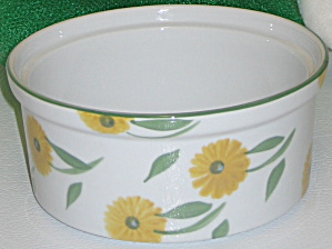 BIA Cordon Bleu Sunflowers Round Casserole Bake Dish (Image1)