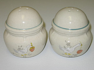 International China Marmalade 8868 Salt Pepper Shakers