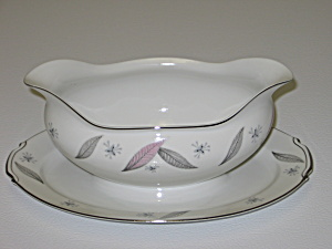 Narumi Japan China Serenade Gravy Boat & Underplate (Image1)