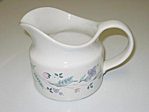 Pfaltzgraff April Gravy Boat Pitcher (Image1)