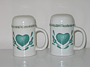 Green Hearts Sponge Stove Salt Pepper Shakers  (Image1)