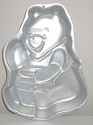 Wilton Disney Winnie the Pooh Honey Pot Bake Cake Pan (Image1)